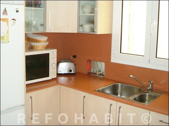 Cuina reformada amb mobles i electrodomèstics comprats pels clients.
