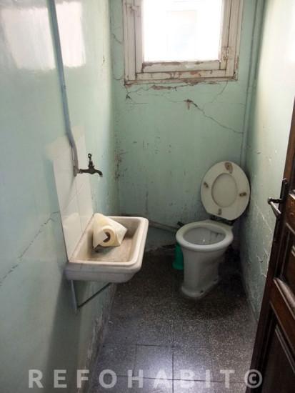 Lavabo abans de fer la reforma total del pis.