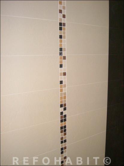 Quadrats de sanefa col·locats verticalment a bany